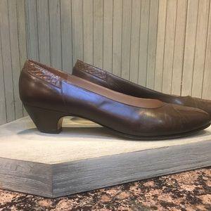 Flawless Ferragamo Brown Leather Heels Size 9AA